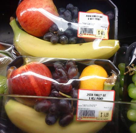 This fruit pack informs us all that JYOTHI FINALLY GOT A NEW PHONE!!!